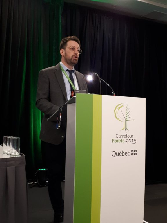 Marc-André Côté a présenté l'outil Web prixbois.ca dans le cadre du colloque Six application pour la forêt privée.