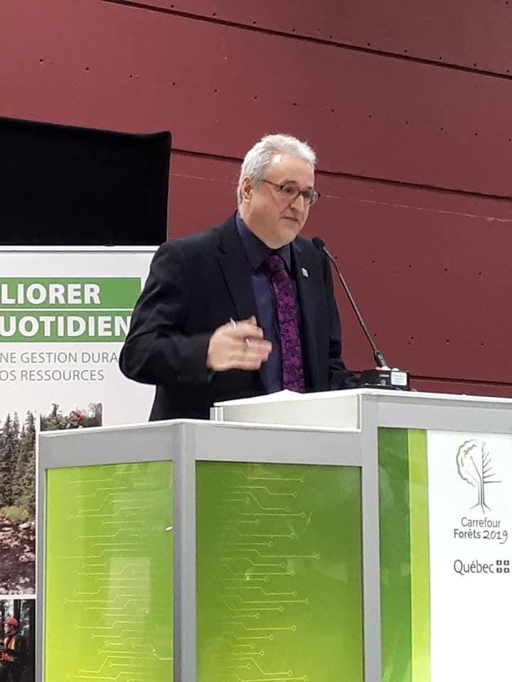 Pierre Dufour,, ministre au MFFP : Discours de Pierre Dufour lors de la signature de l'entente pour la création d'une chaire de leadership en enseignement en gestion durable des forêts privées.
