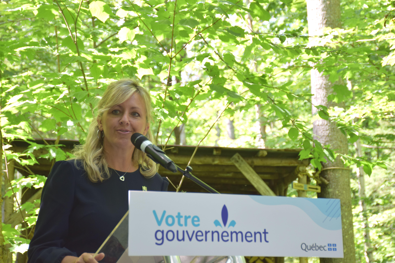 « Bien que la région du Saguenay-Lac-Saint-Jean soit la plus importante réserve de bois du Québec, il demeure important de pouvoir assurer à la fois une certaine prévisibilité dans l'approvisionnement de nos industries forestières et une qualité des bois récoltés. L'annonce d'aujourd'hui démontre la confiance du gouvernement à l'égard des  producteurs de forêts privées et confirme notre engagement d'investir dans des activités qui ouvrent la voie à la croissance durable et à la prospérité des régions forestières, comme ici au Saguenay-Lac-Saint-Jean.  », a mentionné Andrée Laforest, la ministre des Affaires municipales et de l'Habitation et ministre responsable de la région du Saguenay–Lac-Saint-Jean. :